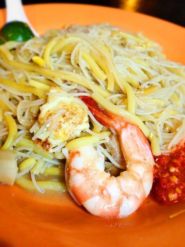 famous singapore food hokkien prawn mee yi ji