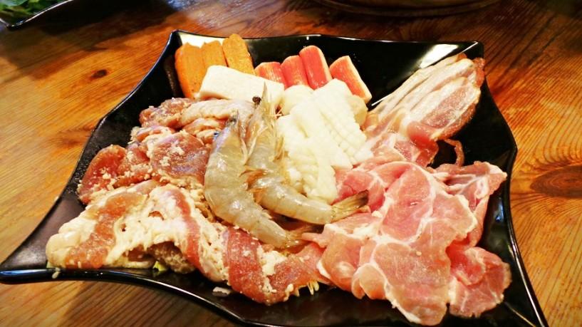 mookata meat platter