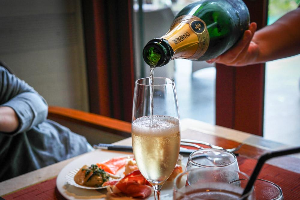 the knolls champagne buffet capella