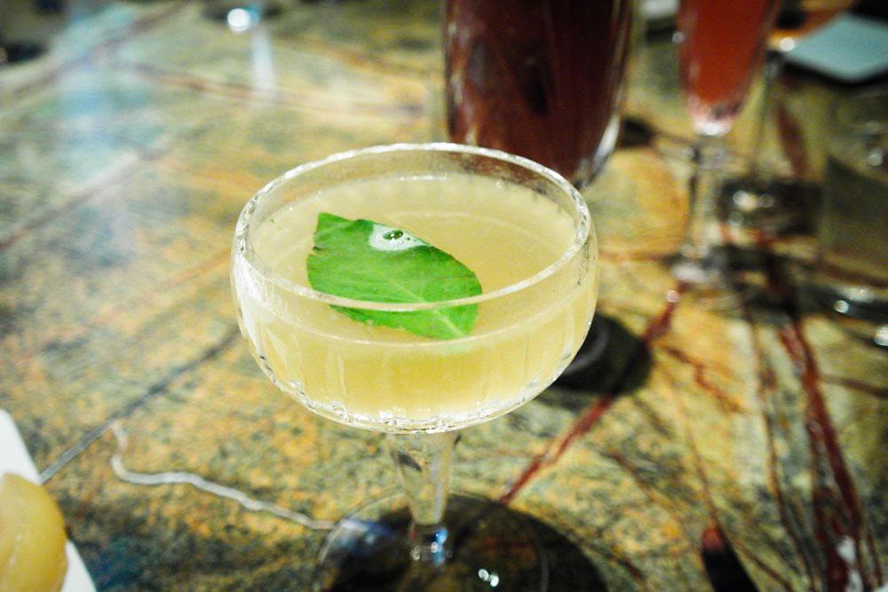 manhanttan bar singapore cocktail cuscaden