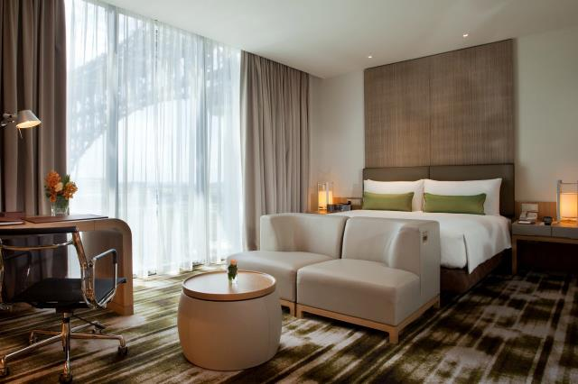 Crowne Plaza Changi Airport hotel room singapore staycation