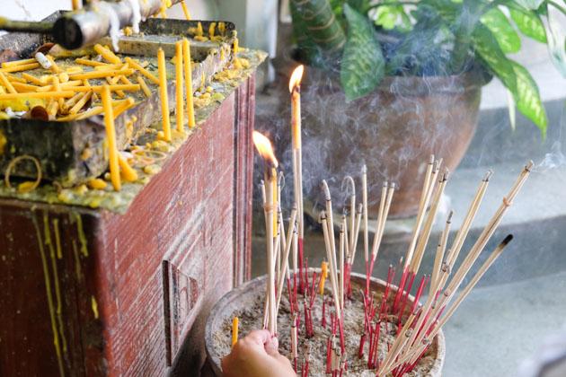 Samui-mummified-monk-incense