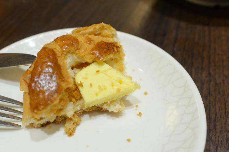 Legendary Hong Kong custard crust bun with butter