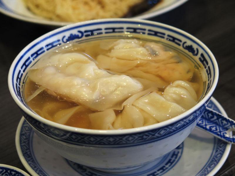 Mak's noodle singapore soup dumpling