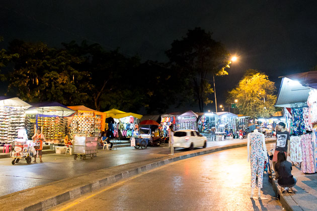 6 Best Bangkok Night Markets to Visit For a Taste of Thailand