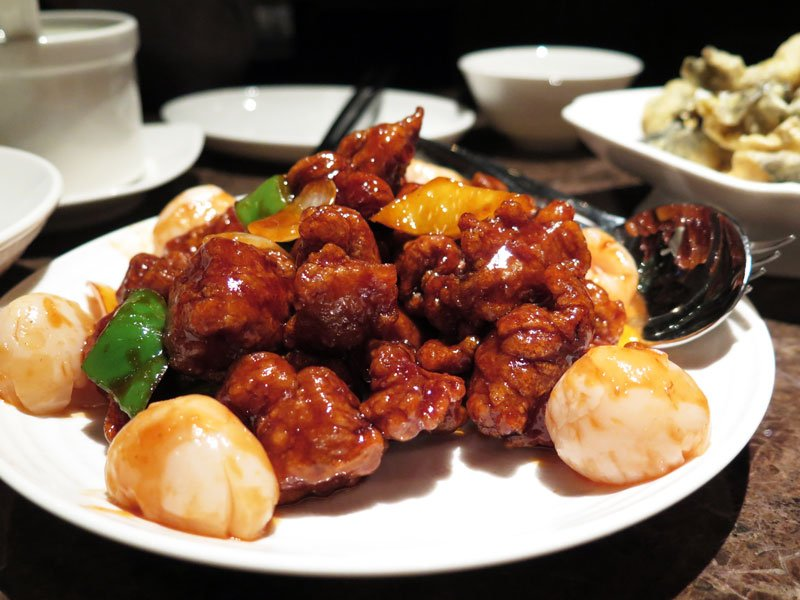 Sum yi tai sweet sour pork