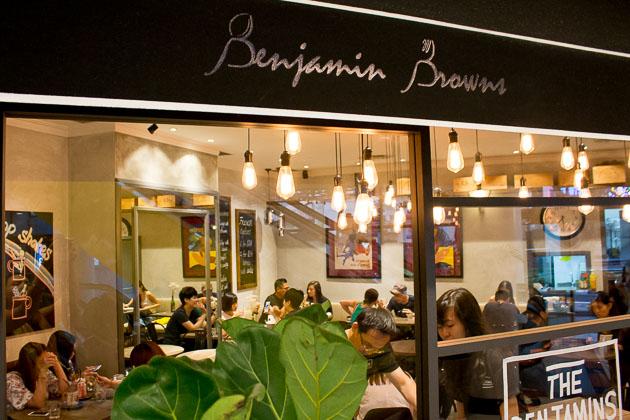 Benjamin Browns-Exterior