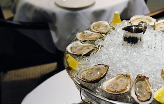 lukes-oyster-bar-oysters best american food singapore