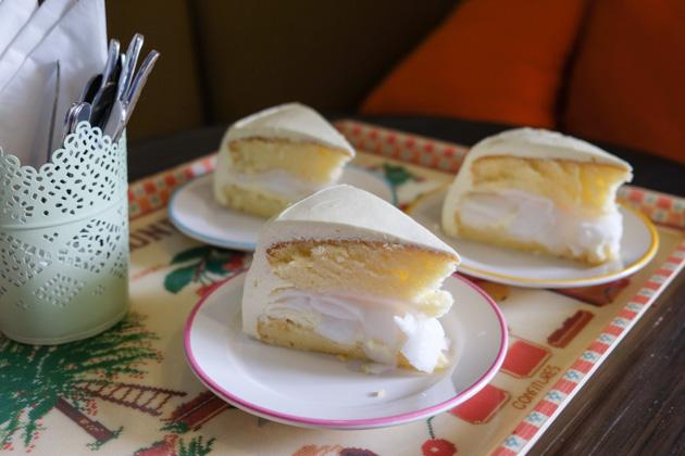 Samui-lolamui-cafe-coconut-cake