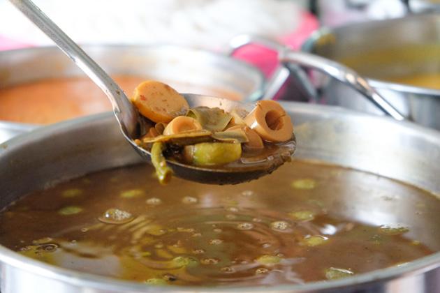 Samuithai-laksa-fishkidneys2
