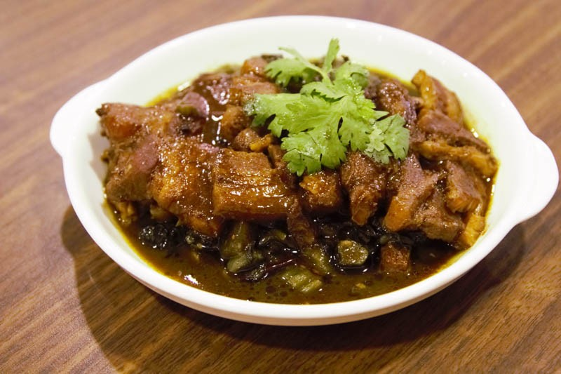 Goldleaf-Braised-pork-with-preserved-vegetables-800x533 You'll Never Believe That These 5 Dishes Are Giving Singaporeans Hair Loss