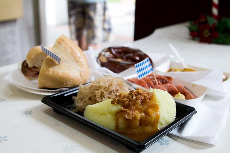 Wuerstelstand mash and sauerkraut