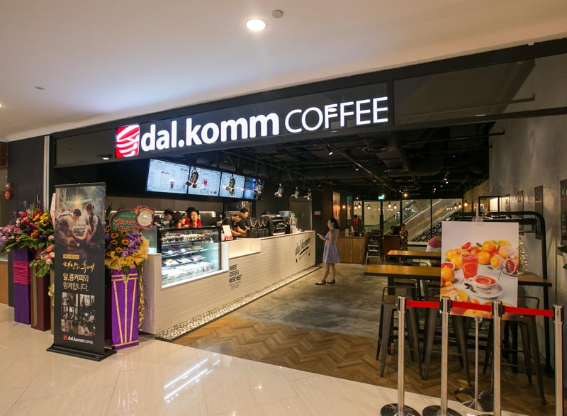 Dal.Komm Coffee - Storefront