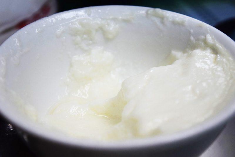 hong kong street food - YeeShun Steamed Milk