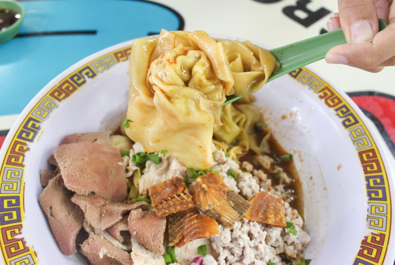Tai-Hwa-Pork-Noodle-5 Hill Street Tai Hwa Pork Noodle: One Michelin-Starred Bak Chor Mee That Is Worth Enduring The Crazy Long Queues At Crawford Lane