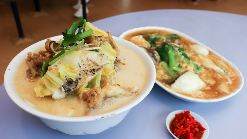 Hua Ji Xo Fish Head Bee Hoon Popular Fried Fish Head Noodle Soup With Long Steady Queues At Old Airport Rd