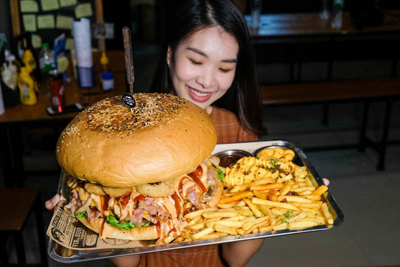 Chris Steaks And Burgers Thailand Online 3 burger challenge