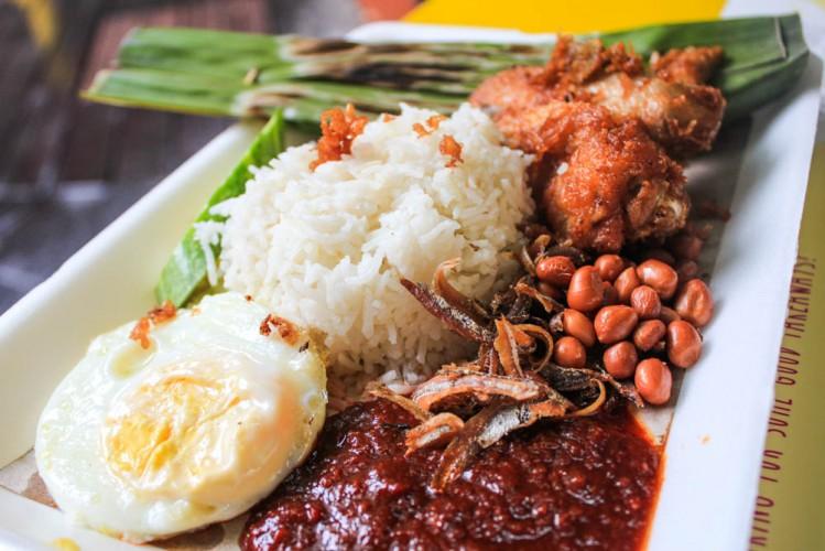 Singapore best breakfast - nasi lemak