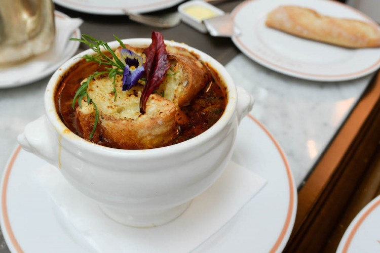 Angelina traditional crusted onion soup
