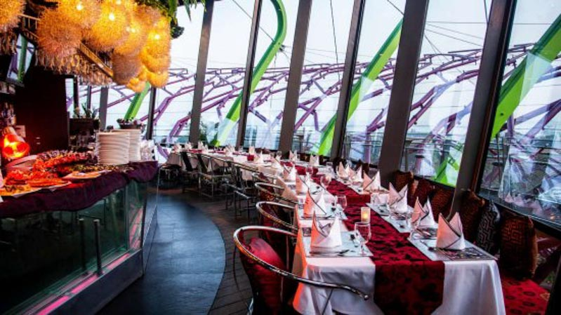 10 Out Of This World Dining Experiences You Can Enjoy In Singapore