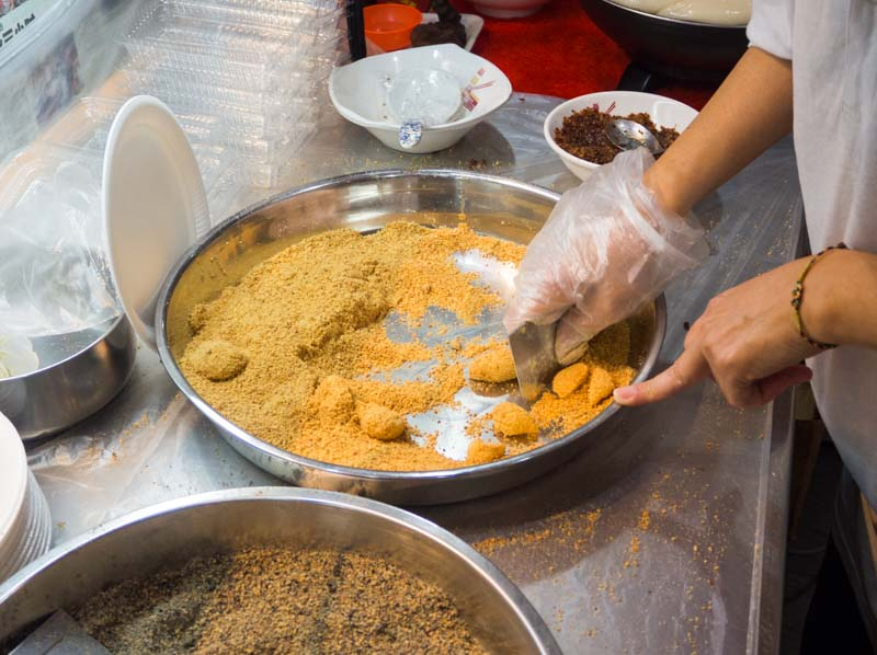 hougang 6 miles famous muah chee 6 Hougang 6 Miles Famous Muah Chee: This Traditional Stall In Toa Payoh Is The Last Of Its Kind In SG