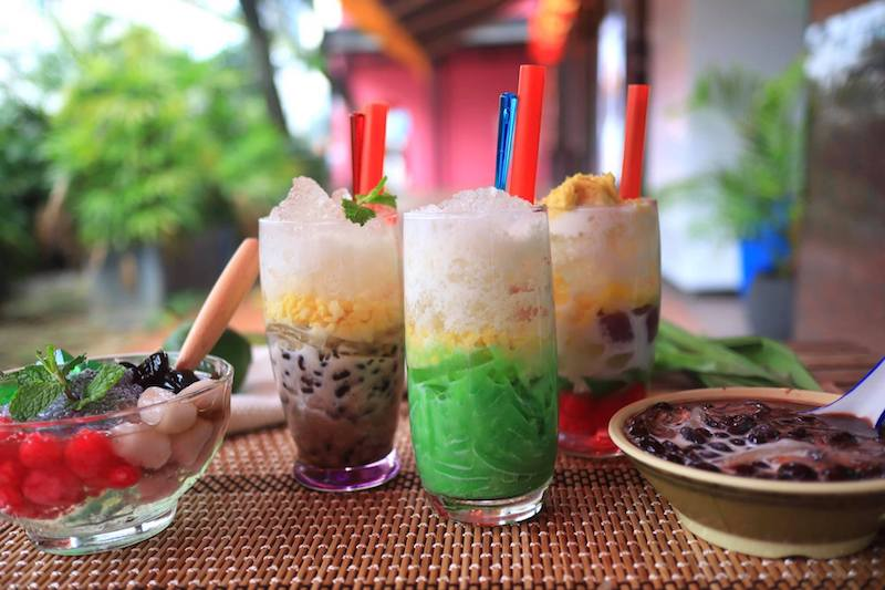A trio of cong ngot's cold dessert options